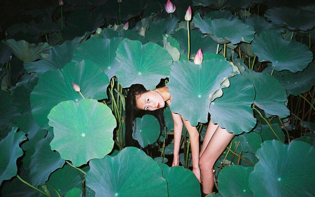 Chinese Photographer 航 任 Ren Hang Dies (1987-2017)